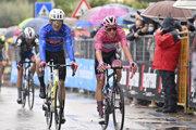 Joao Almeida (vľavo) na Giro d'Italia 2020.