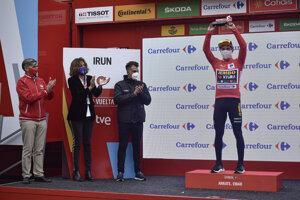 Primož Roglič v červenom drese pre lídra pretekov Vuelta 2020.