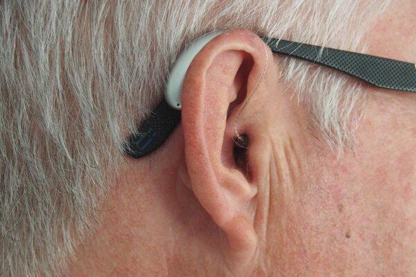 Za náhlou stratou sluchu môže byť nový koronavírus.
