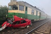 Zrážka vlaku s autom.