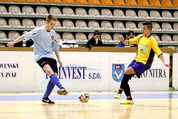 V kvalifikácii bojovalo šestnásť mužstiev v štyroch skupinách.