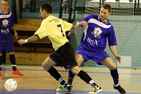 Vpravo Vratislav Gajdoš, ktorý si v piatok prvý raz obliekol dres MFsK Nitra.