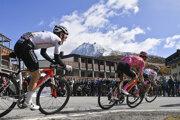 Cyklisti počas 20. etapy na Giro d'Italia 2020.