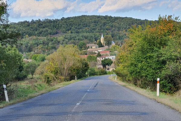 Pohľad na obec Ľuboreč v Lučeneckom okrese v smere od susednej Závady.