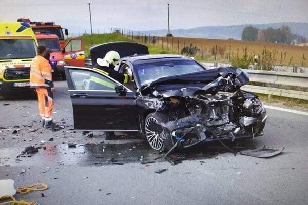 Škody po nehode sú obrovské.