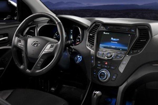 Interiér je s ohľadom na predchádzajúce dve generácie až príliš odvážny. Kombinuje prvky z modelov i30 a i40. Navonok auto pripomína aj ix35.