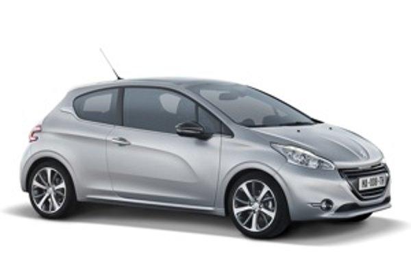 Malý Peugeot zo Slovenska je teraz ešte menší, pretože nový model 208 je kratší než jeho predchodca. Búrlivé reakcie vyvolala najmä jeho netradične navrhnutá palubná doska. V ponuke motorizácií doplnili známe štvorvalcové zážihové a vznetové agregáty úpln
