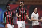 Útočník AC Miláno Zlatan Ibrahimovič oslavuje gól.
