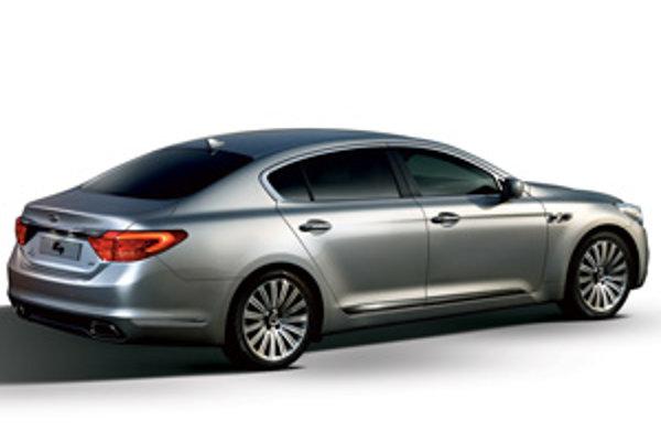 Dizajn karosérie vyjadruje vysokú ambíciu značky Kia, pretože iba slepý neuvidí v diele šéfdizajnéra Petra Schreyera štýl vozidiel BMW.