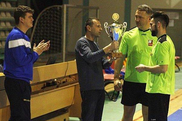 Zľava Peter Peciar, Miloslav Horka (organizátori), Robert Panis a Juraj Fuska (z víťazného tímu Megaspol).