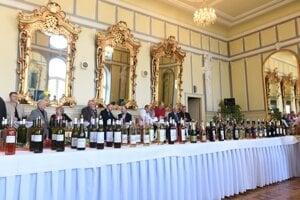 Požehnanie mladým vínam vlani v Trnave. Tento rok sa mladé vína dostanú k ľuďom 2. novembra.
