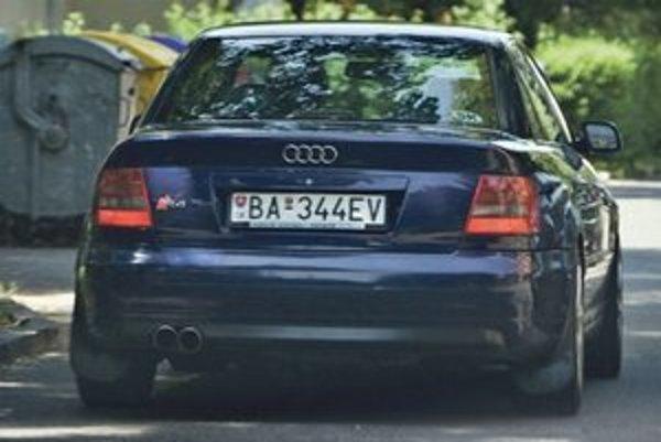 Obľúbené trojčíslie bratov Kaliňákovcov na tabuľke s evidenčným číslom vozidla je 344.