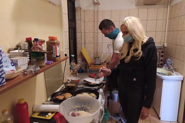 Obed pre odberový tím v Čavoji pripravila starostka s obecným poslancom.