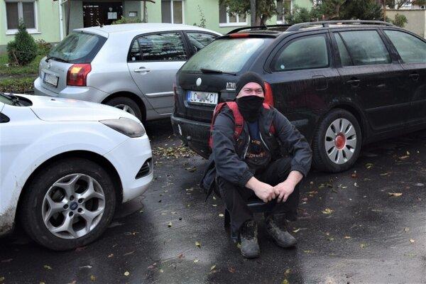 Juraj Bolkarski čakal pred ZŠ L. Novomeského už od 6.00 hod.