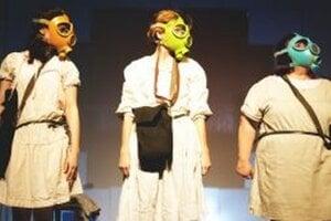 V rámci projektu si aj nitrianski študenti pozrú  predstavenie Divadla Pôtoň Krajina nepokosených lúk.
