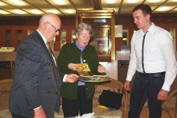 Knihu do života uviedli bylinkami - zľava Ivan Godál, Anzelma Hlôšková a Boris Kováč.