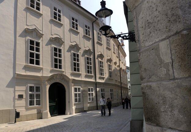 Múzeum vinohradníctva v Bratislave sídli na prízemí a v suteréne Apponyiho paláca na Radničnej ulici.