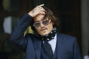 Johnny Depp na súde v Londýne.