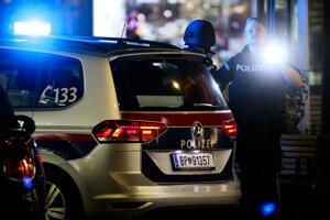 Polícia v centre Viedne po teroristickom útoku.