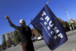 Volička Donalda Trumpa s vlajkou.
