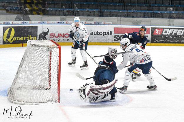Plachty Nitry napol gólom 15-ročný Ondrej Molnár. Zanedlho ho napodobnil 17-ročný Oliver Stümpel.