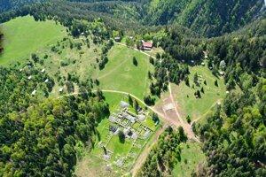 Ruiny kartuziánskeho Kláštoriska v Slovenskom raji sú dnes unikátnou expozíciou v prírode.