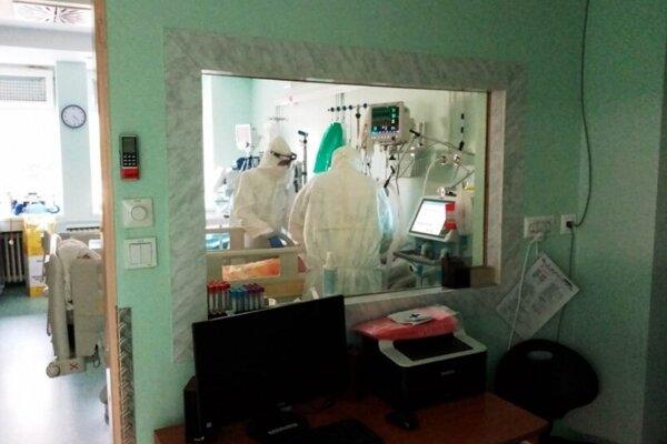 Žilinská nemocnica v súčasnosti prijíma aj covidových pacientov z Kysúc.