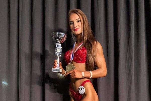 Aneta Tichá s majstrovskou trofejou zo Španielska.