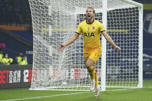 Anglický útočník Harry Kane strieľa 150. gól v Premier League.