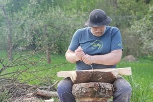 Práca s drevom je pre lekára, dlhoročného pediatra a spisovateľa Jozefa Marca, obľúbeným relaxom.