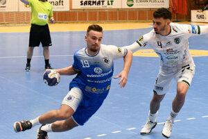 Zľava Tomáš Bogár zo Šale a Pedro Pacheco z Prešova.