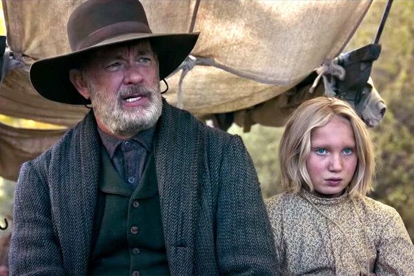 Tom Hanks a Helen Zengel vo filme News of the World.