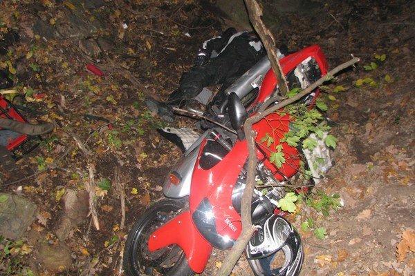 Motorka vodiča, ktorý neprežil dopravnú nehodu.