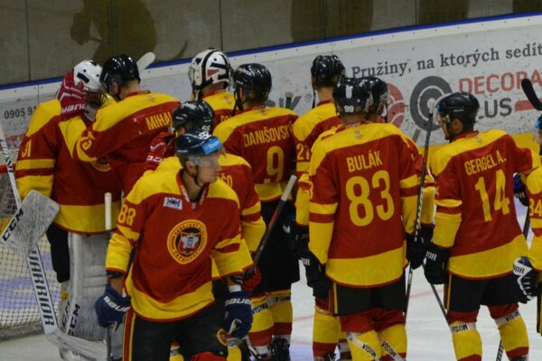 Hokejisti by mali na prvý zápas novej sezóny nastúpiť v piatok.
