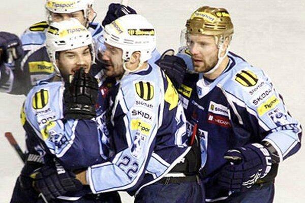 Dva góly strelila druhá formácia. V popredí zľava Marek Slovák, Henrich Ručkay a Jakub Ručkay.