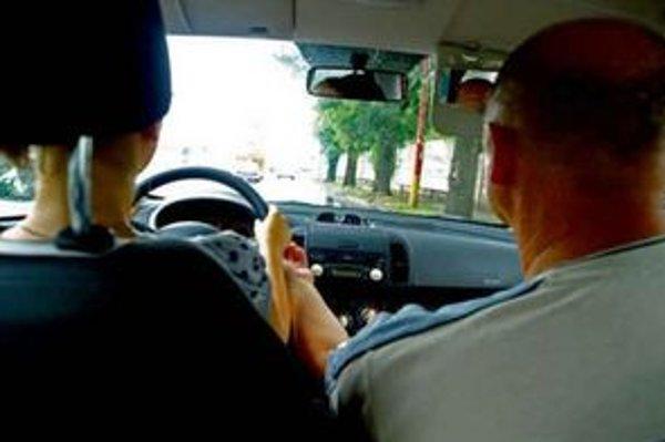Neskúsený vodič občas potrebuje zastaviť.