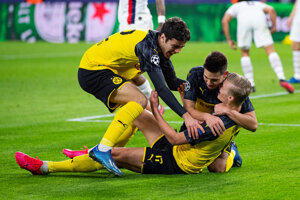 Giovanni Reyna (vľavo) sa teší so svojimi spoluhráčmi z gólu.