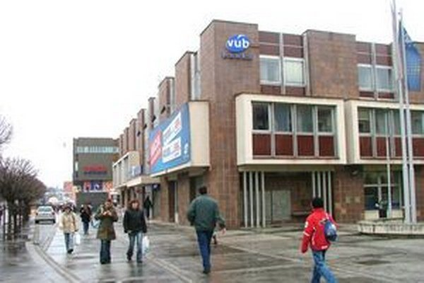 Vykradnutá pobočka VÚB banky.