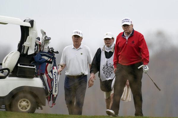 Americký prezident Donald Trump na golfe.