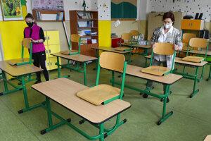 Triedy sa pripravovali na návrat žiakov.