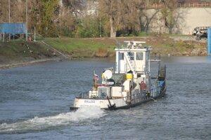 Remokrér Wallsee, ktorý sa potopil v bratislavskom prístave.