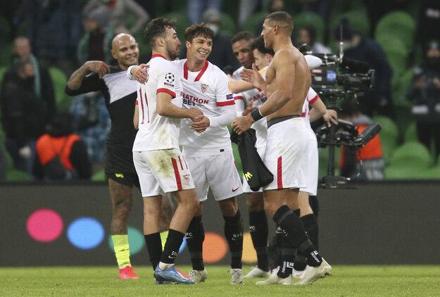 Sevillčania oslavujú postup do osemfinále Ligy majstrov.