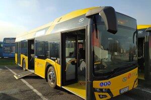 Nový autobus je moderný a ekologický.