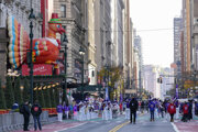 Oslavy Vďakyvzdania na 34. ulici v New Yorku.