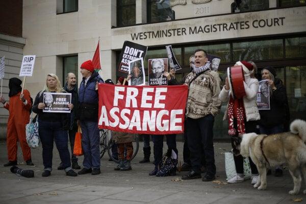 Priaznivci Juliana Assangea.