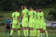 Futbalisti Gbelian v obrannom postavení v zápase prvého kola na ihrisku Čierneho, kde prehrali 1:0.