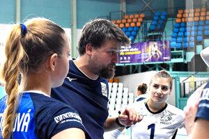 Tréner tímu František Bočkay verí, že Nitrianky budú úspešné v ťažkých skúškach.