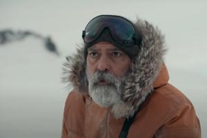 George Clooney vo filme The Midnight Sky, ktorý aj sám režíroval.