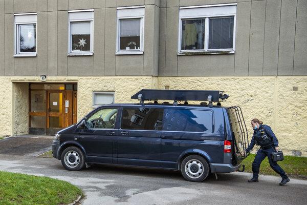 Švédska polícia vyšetruje podozrenie, že žena zadržiavala dlhé roky svojho syna.