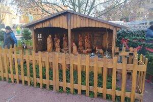 Súčasťou adventu v Nových Zámkoch býva aj drevený Betlehem.